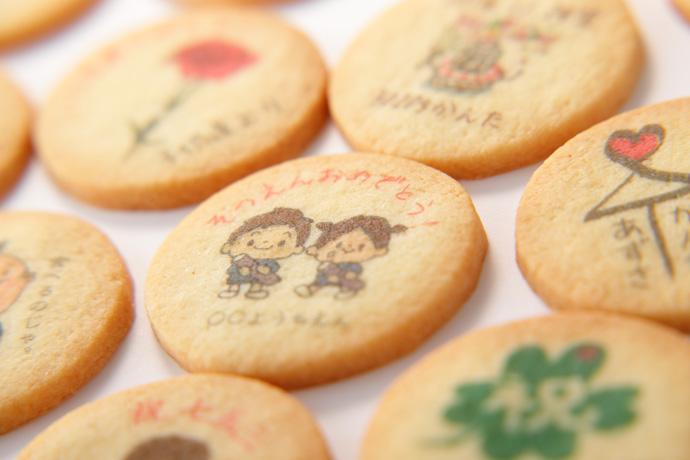 秋芳堂オリジナルクッキーをこんな形でギフト。