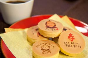 秋芳堂のプリント饅頭